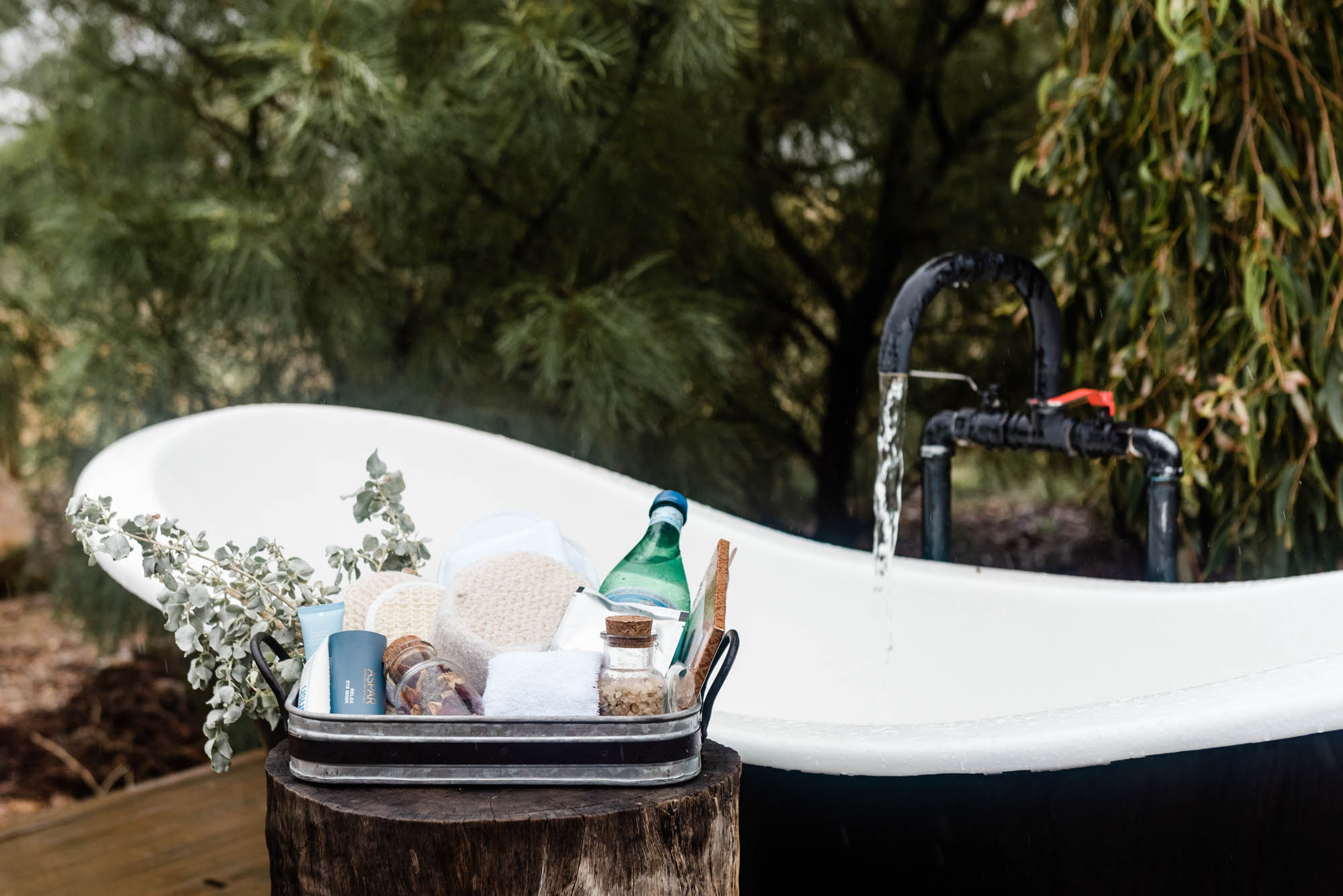 pamper pack with outdoor bathtub