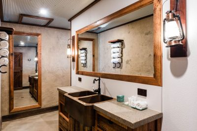 bathroom in homestead stables